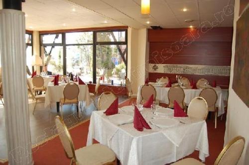 restaurant Garden Senator Timisoara sala de mese