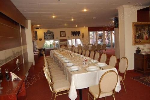 restaurant Garden Senator Timisoara sala de mese in asteptare
