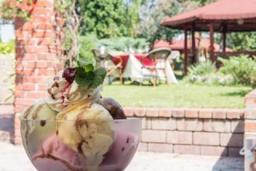 restaurant Garden Senator Timisoara gradina