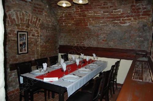 restaurant boema o masa pentru 6 clienti