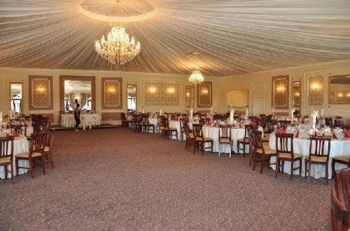 Restaurant Casa Domnitei Mosnita Noua Sala de 400 de locuri